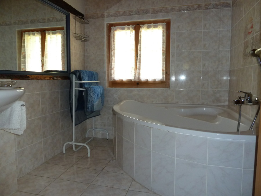 Bathroom in main chalet