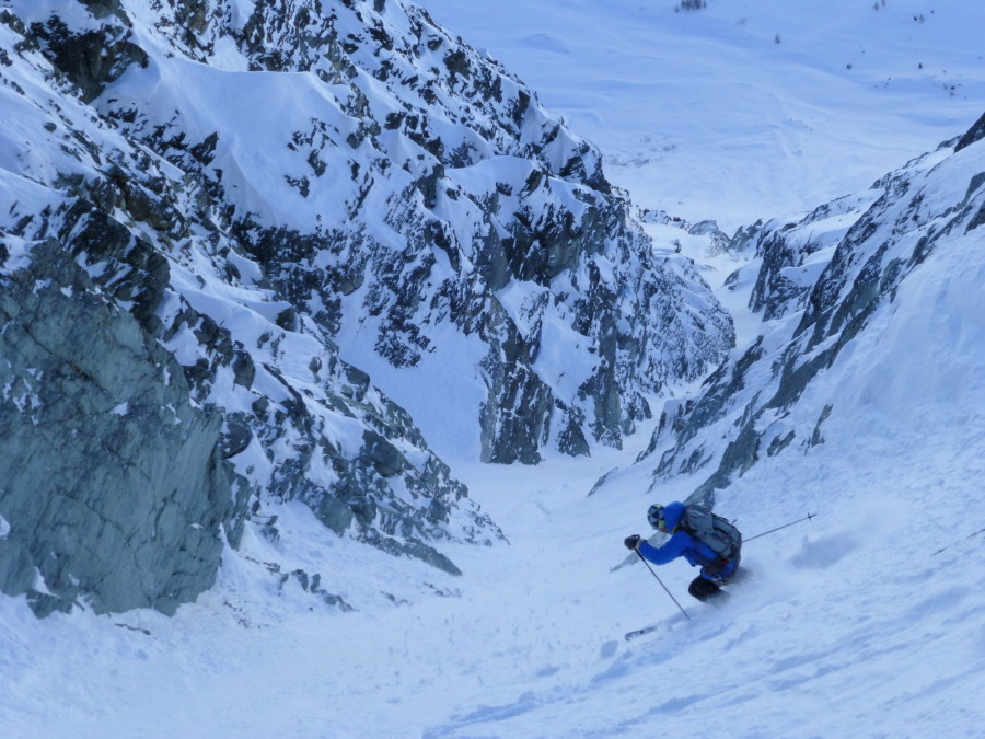 Skiing the Vuibé Glacier in Arolla with Frost Guiding