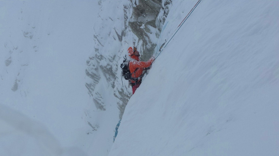 Cascade des Ignes ice climbing mountain guide