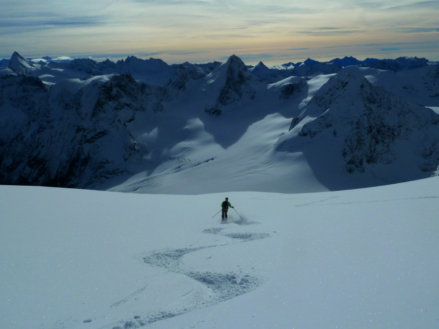Skiing below the Col du Pigne