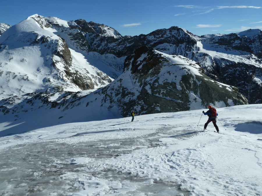 Arolla Skiing with Frost Guiding. Mont Collon.