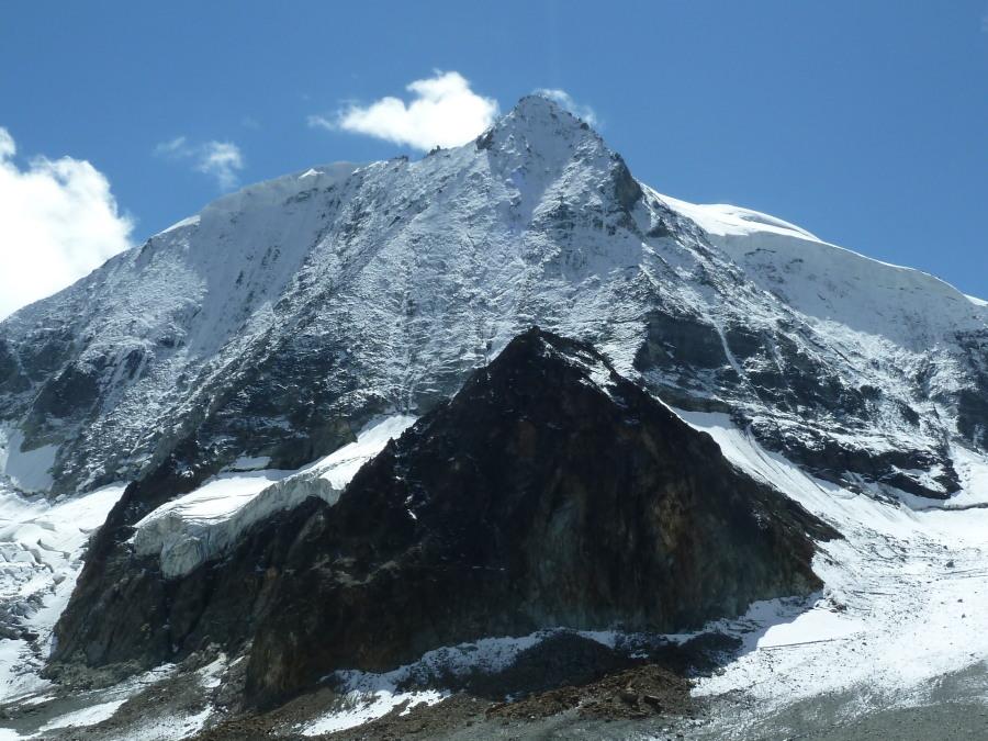 Mont Blanc de Cheilon from near the Cabane des Dix