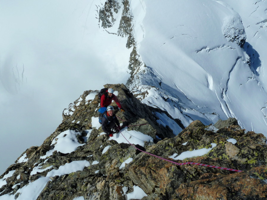 Airy positions on the Éveque SW ridge