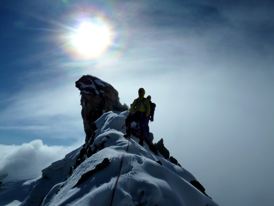 Sun halos and snow mid-way on the Cheilon traverse
