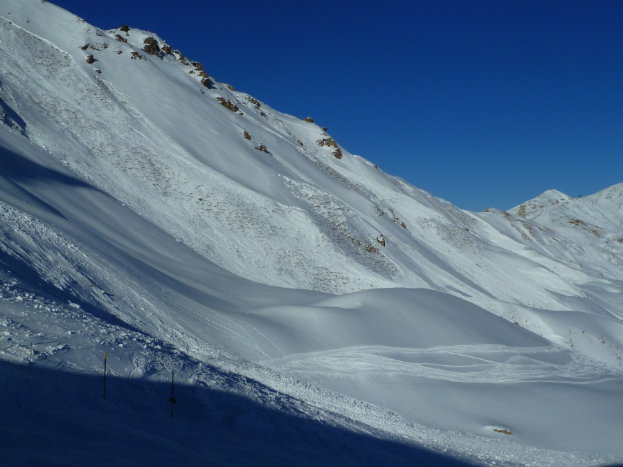 The face right of the top chair in Grimentz - a remote release by skiers on the tracks visible.