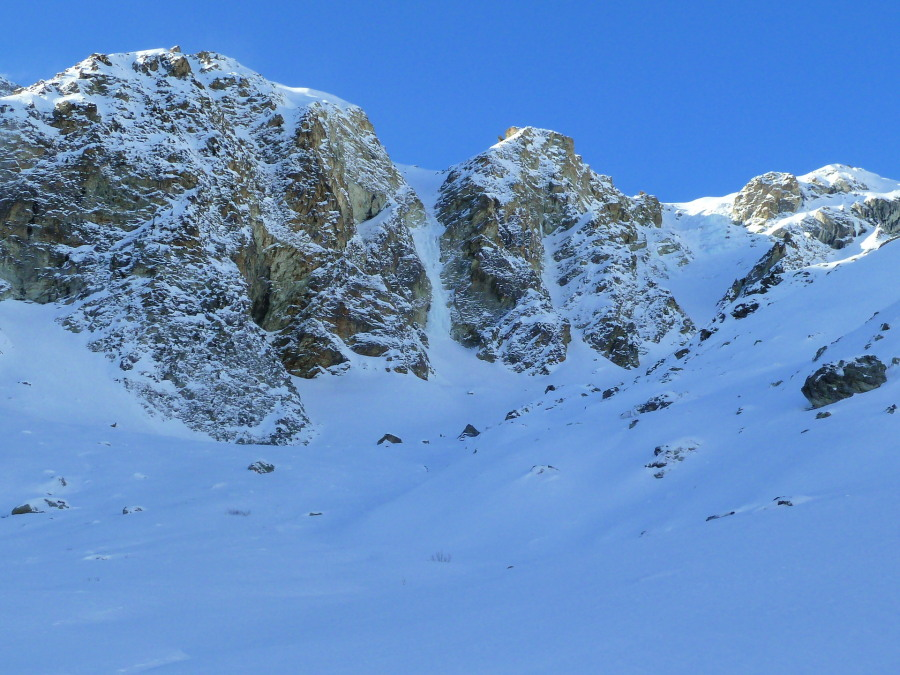 Cascade des Ignes Icefall from the approach