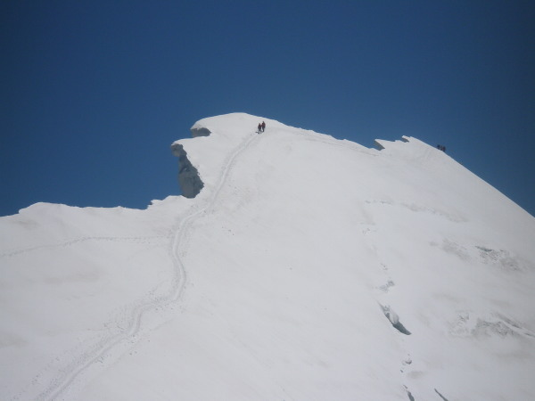 Climbers on the Breithorn ridge