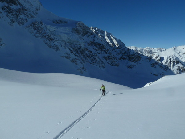 Skinning up the glacier de Pieces